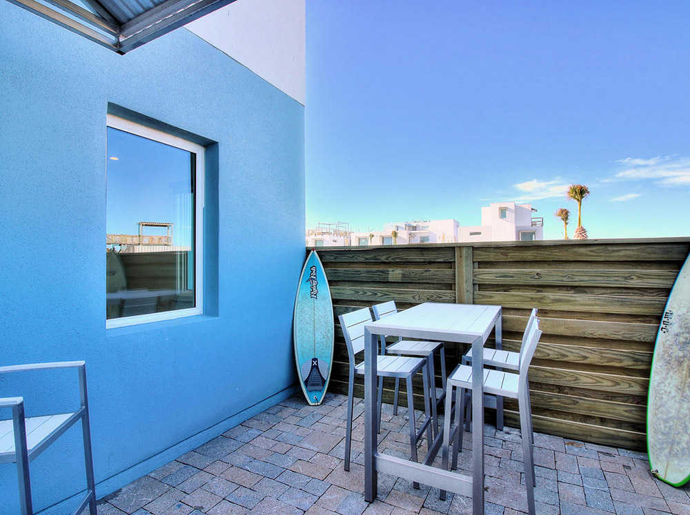 Lively Beach 1 bed, 2 bath with den and patio
