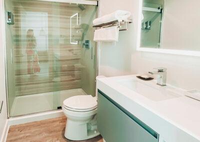 Erin Ruoff – Lively Beach bathroom